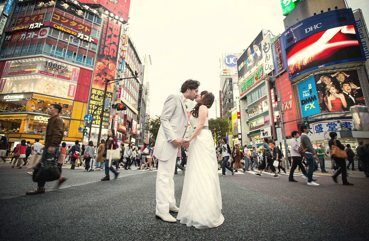 渋谷ハチ公前交差点で挙式